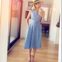 Te gusta el vestido de @paticonde ? Lo tenemos rebajado! Quedan 2 🙈  Es un vestidazo de lino, bien armado, con un patrón impecable y detalle de nudo delantero con lazada a la espalda. También tiene bolsillos 🤗🤗🤗 #vestidodelino #patriciaconde #ropabonita #enviogratis #decomprasporsalamanca