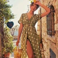 Últimas tallas sueltas de esta maravilla en verde.   Tiene ese algo que hace que un vestido sea realmente fantástico y se convierta en tu favorito. Y es que muy fácil llevarlo a tu estilo 😉   Lo puedes llevar con sandalias planas, de tacón, esparto, deportivas!!! Si, si, con zapatillas queda genial! Con qué te lo pondrías tú?  #vestidazo #ganasdeestrenar #ganasdecalle #hazlotuyo #lunares #pequeñocomercio #enviogratis