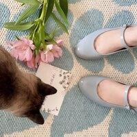 Me los vais a ver mucho! Porque es un color precioso que pega increíble con las colecciones de este verano.  Nosotras no los vendemos pero nos encantan los zapatos. Queremos enseñaros marcas pequeñas que apuestan por el calzado hecho aquí con los mejores artesanos. Qué tenemos cerca unas manitas que valen oro! Os cuento más por stories!   Como diría mi amiga Herme... #muyparis #ohlala #treschic #apuestaporloartesanal #calidades #hechoenespaña