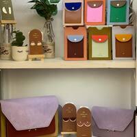 Los bolsos de móvil más bonitos ahora en más colores ☺️  Y sí, bolsos Lila!   #suslodije #lila #morado #💜 #bolsoparamovil #colores #srtanaif #salamanca